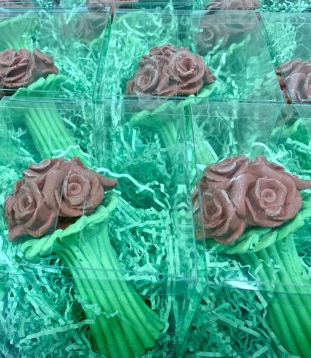 Шоколадный букет цветов с логотипом компании