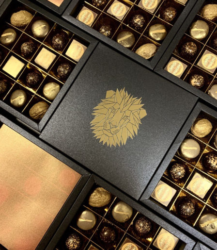 Набор конфет ручной работы с логотипом LUX