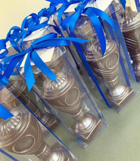 Шоколадная фигура «Кубок» с логотипом компании