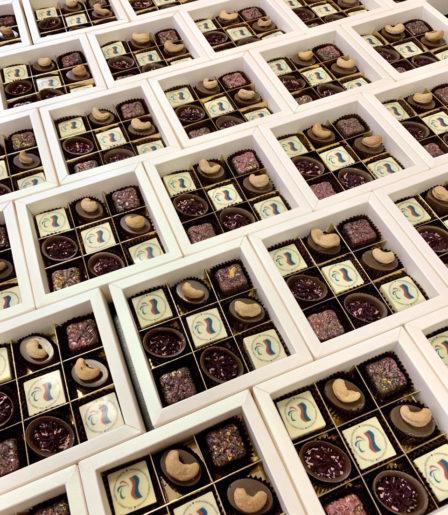 Набор конфет ручной работы с логотипом