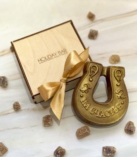 Шоколадная подкова в деревянной подарочной коробке